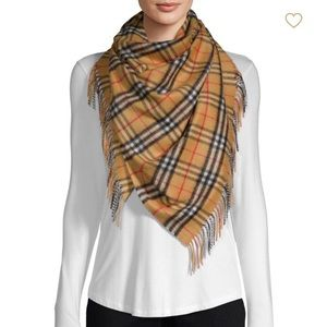 ⛔️SOLd⛔️NWT Burberry Cashmere Scarf  100% Cashmere